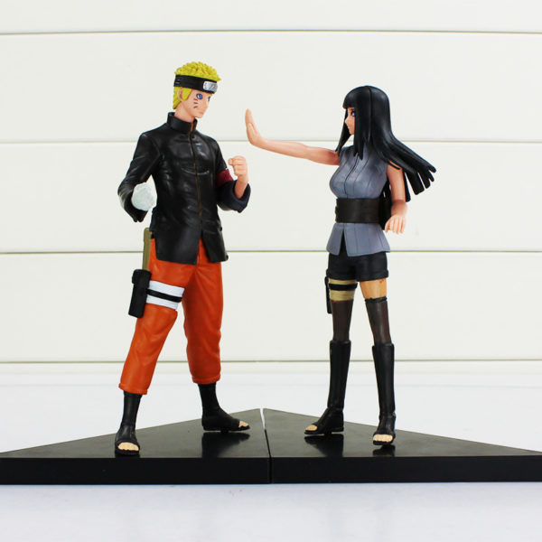 Naruto and Hinata Figures Facing